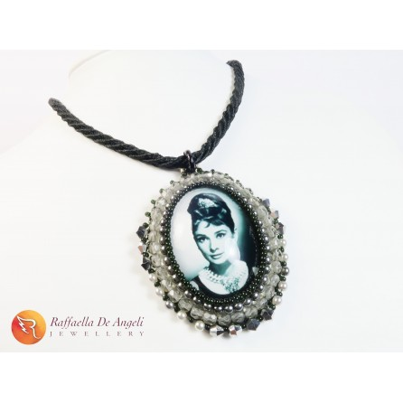 Necklace pendant embroidery Audrey